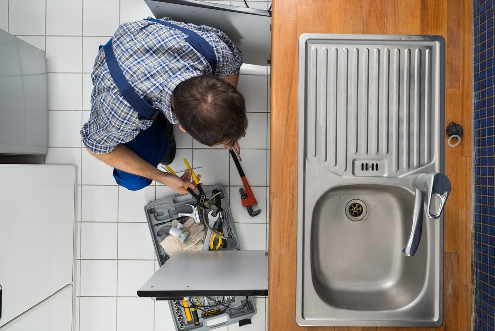 6 Kitchen Plumbing Problems: When to Call a Pro