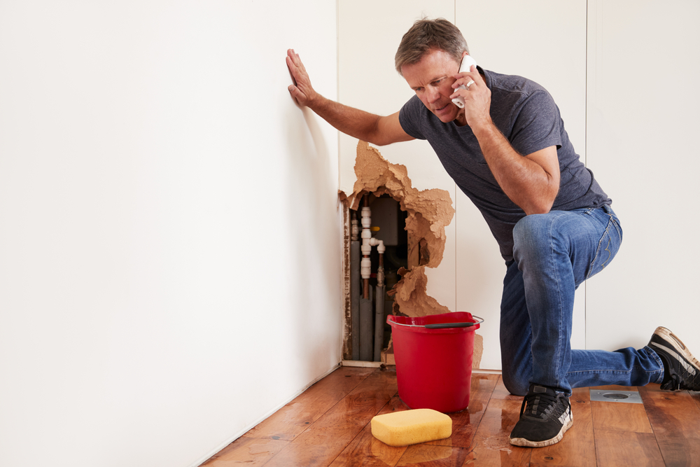 Handling a Burst Water Pipe in Your Plumbing System